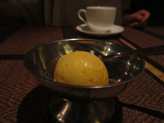 ネパール料理でマンゴーアイス